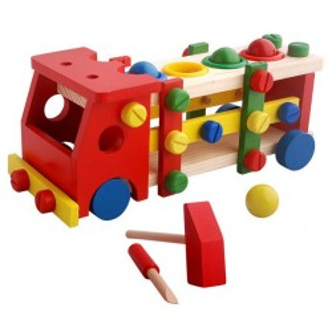 Camion didactico armable con golpeador de figuras.